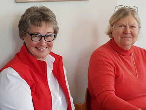Ilona Zappe und Gaby Young, Vorstand der AG 60+ in Geestland